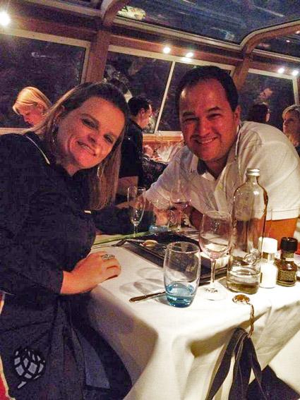 jantar no barco em Amsterdam Ju e Ricardo