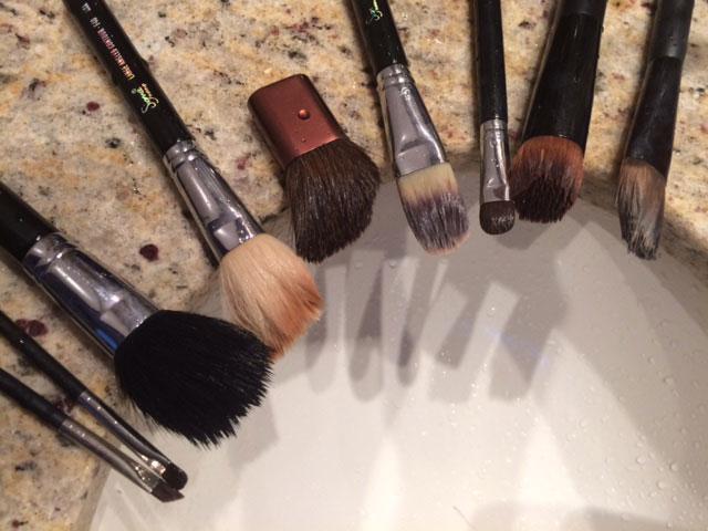 como-lavar-os-pinceis-de-maquiagem