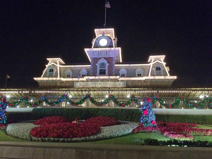 Mickeys-Very-Merry-Christmas-entrada