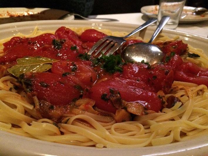 Onde-jantar-em-Washington-Carmines-massa