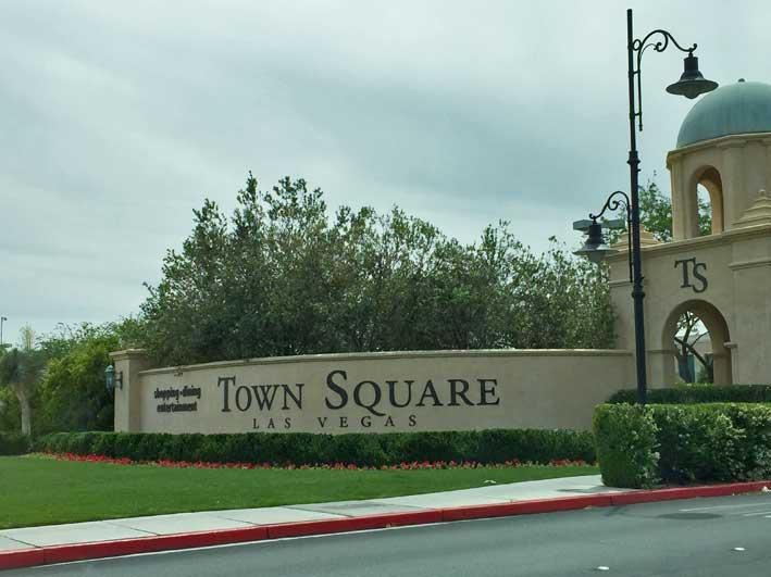 12-dicas-para-compras-em-Las-Vegas-alem-dos-outlets-town-placa
