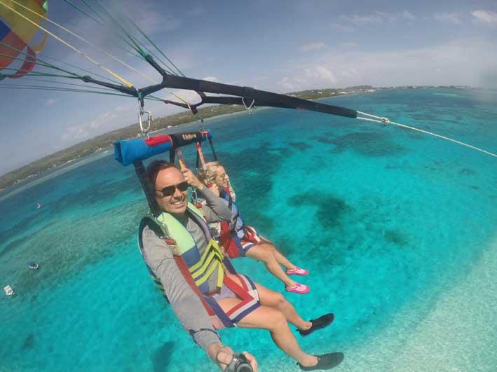 6-motivos-para-ir-a-San-Andres-parasail