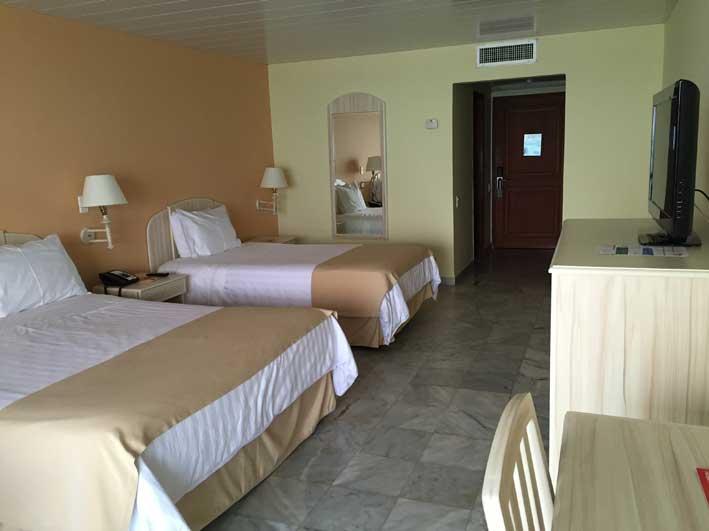 Hotel-em-San-Andres---GHL-Sunrise-quarto