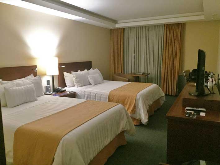 Hotel-perto-do-aeroporto-em-Bogota-quarto1