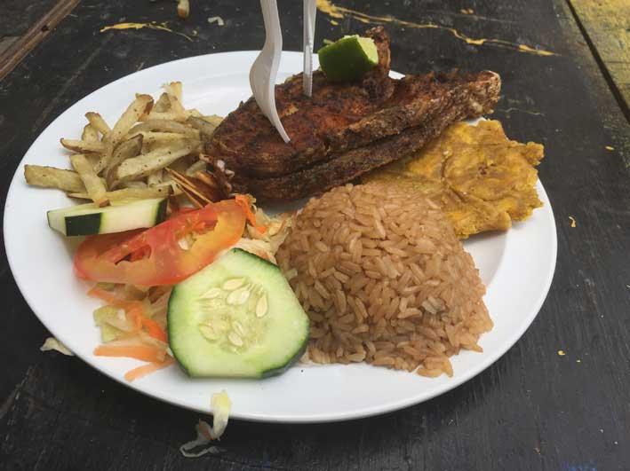 Como-e-o-passeio-a-Cayo-Bolivar-almoco