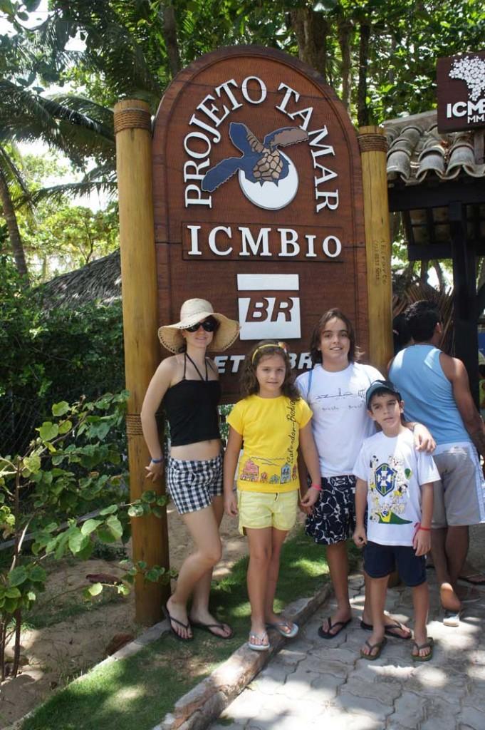 Viajando-com-criancas-pelo-Brasil-praia-do-forte5