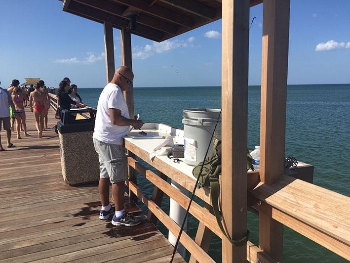 O-que-fazer-em-naples-em-um-dia-pier-pesca