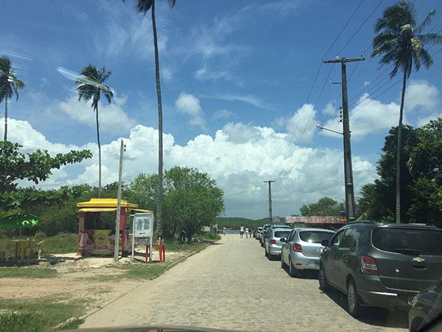 Rua para pegar a balsa para Porto da Pedra