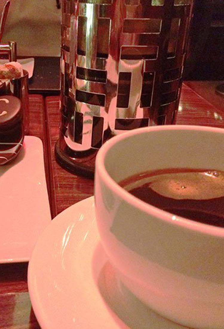 Dicas de onde tomar café pelo mundo e pelo Brasil, mais uma viagem gastronômica feita com a ajuda de outros blogueiros viajantes.