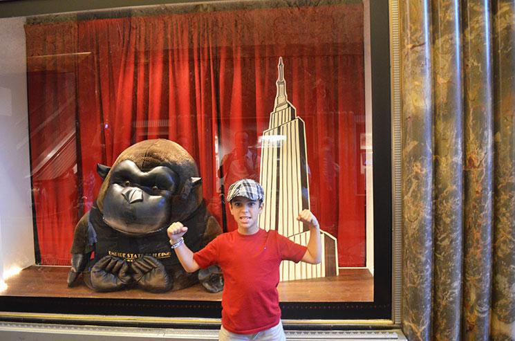 top-of-the-rock-ou-empire-state-gorila