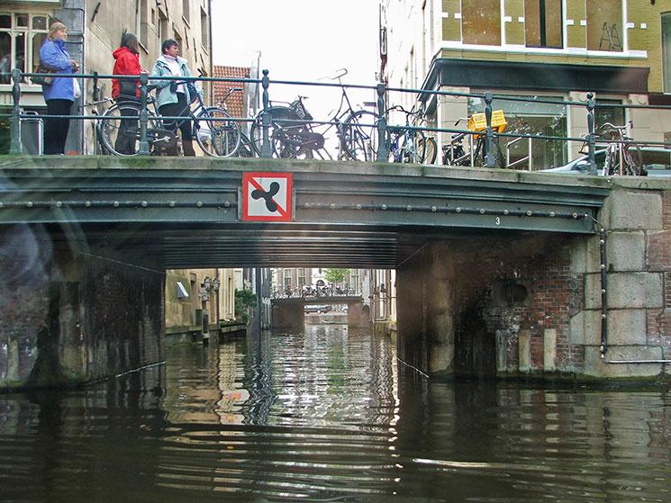 Passeio de barco pelos canais de Amsterdam