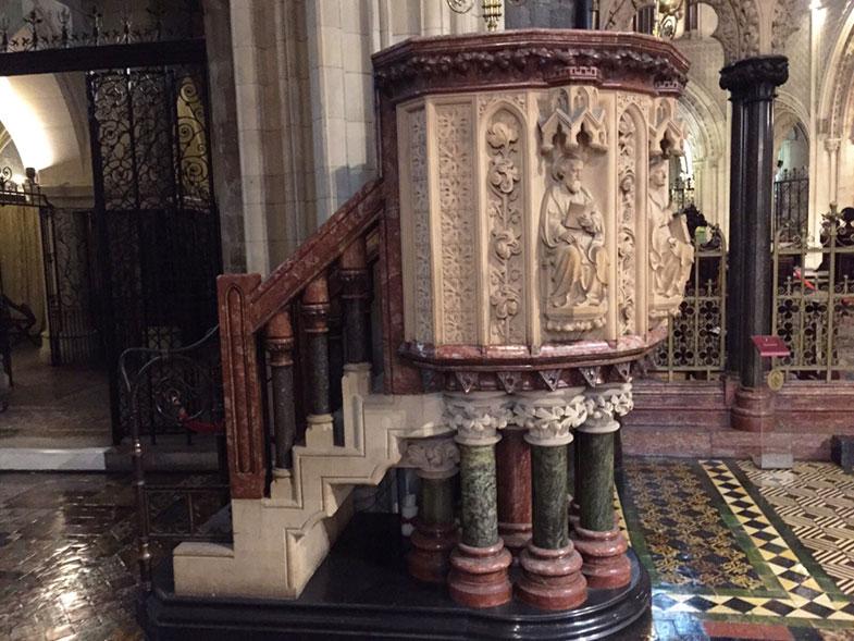 Transepto da Catedral de Dublin