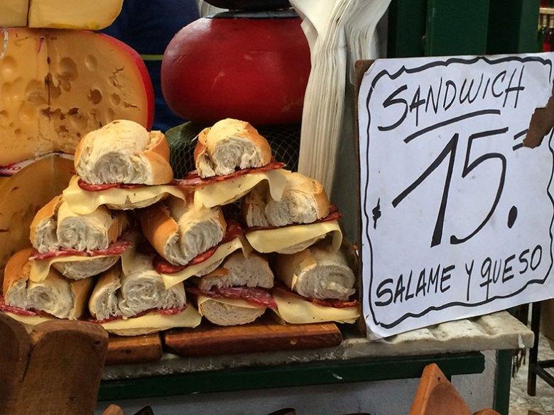 Sanduíches no Mercado de San Telmo
