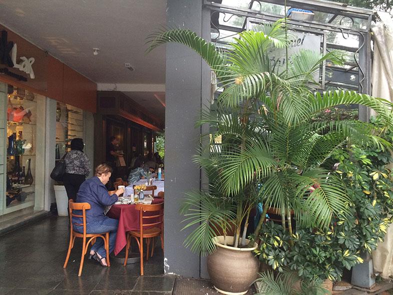 Área externa do Café Daniel Brain em Brasília
