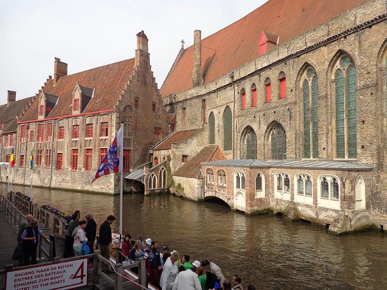 Passeio pelos canais de Bruges
