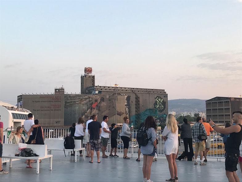 Terraço de ferry na Grécia