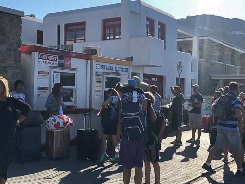 Guichê para compra/troca do ticket para o ferry
