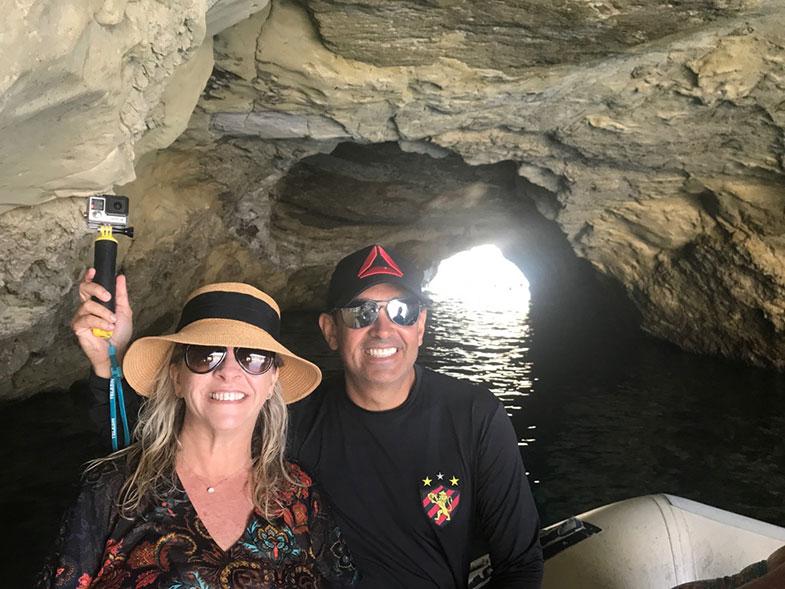 Dentro de uma caverna em Kleftiko