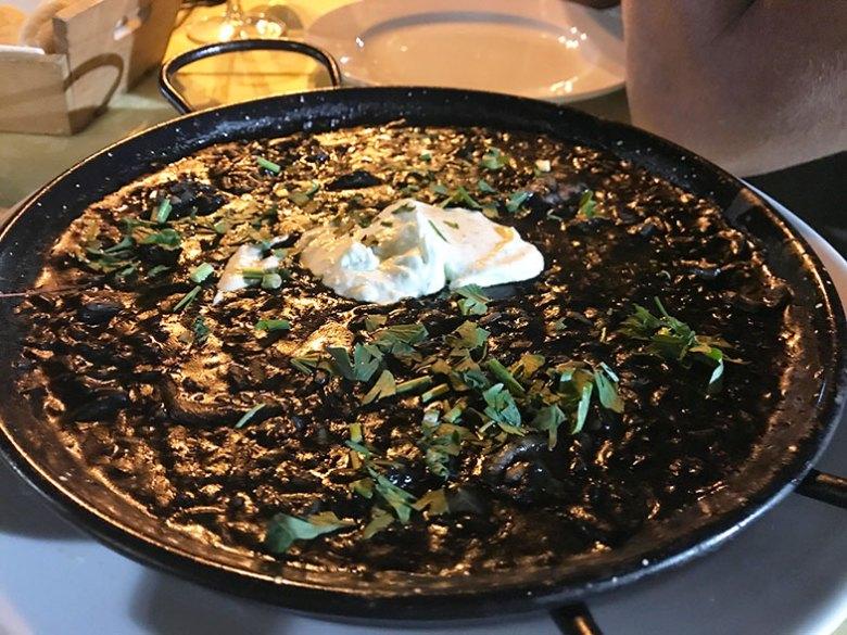 Paella negra em Sevilha
