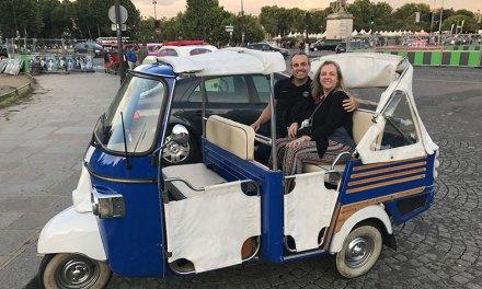 Como é o passeio de tuktuk pelas ruas de Paris