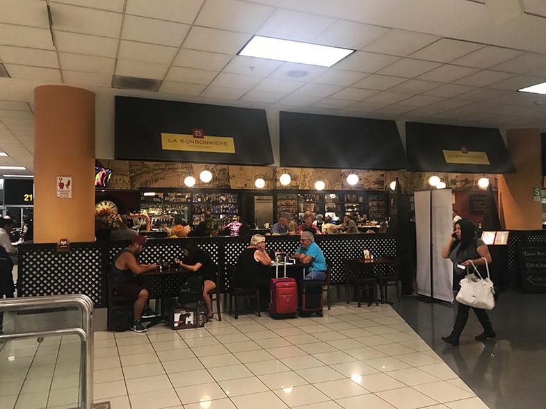 Alimentação no aeroporto de Lima