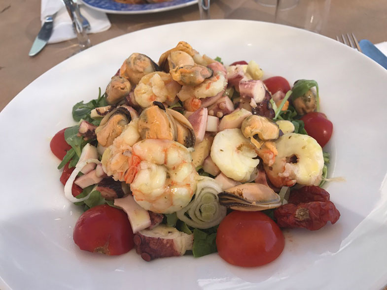 Comida grega em Santorini