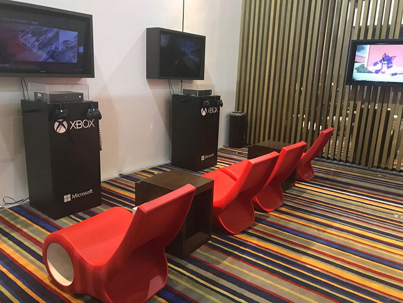 Sala de entretenimento da sala VIP da Latam