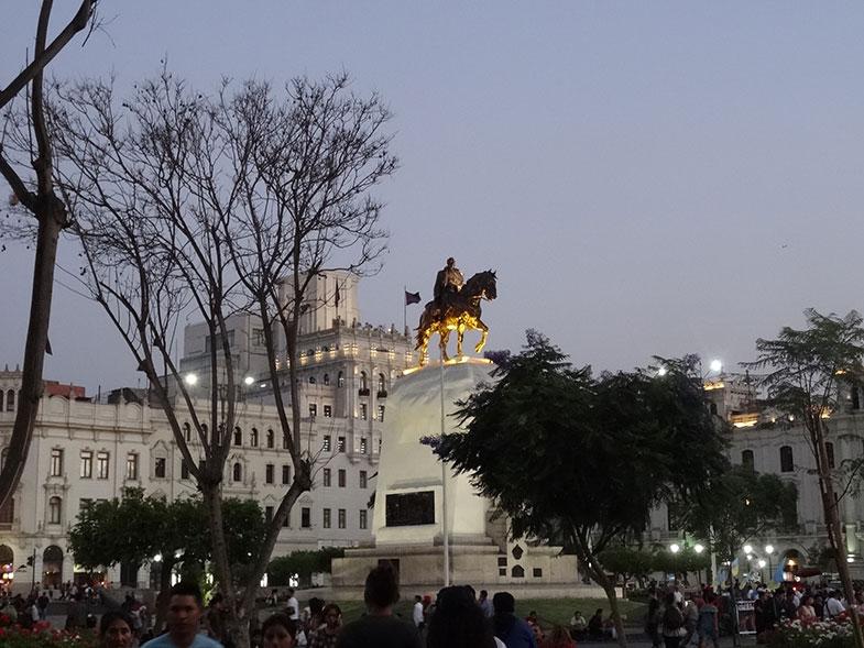 Praça San Martín - Conexão em Lima