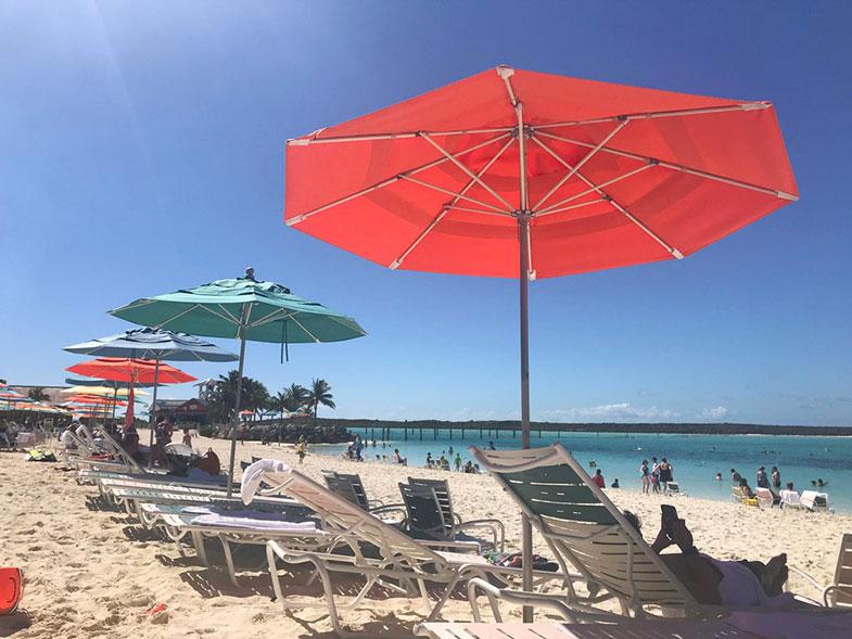 Parada do cruzeiro Disney Wonder em Castaway Cay nas Bahamas
