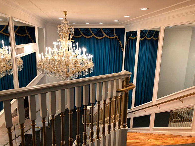 Escada do The Guest House at Graceland hotel em Memphis