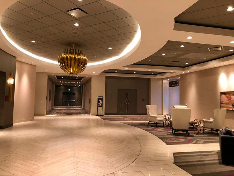 Hall do The Guest House at Graceland hotel em Memphis