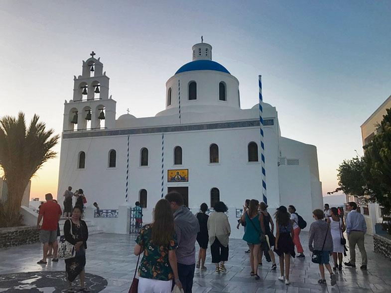 Igreja de teto azul em Santorini