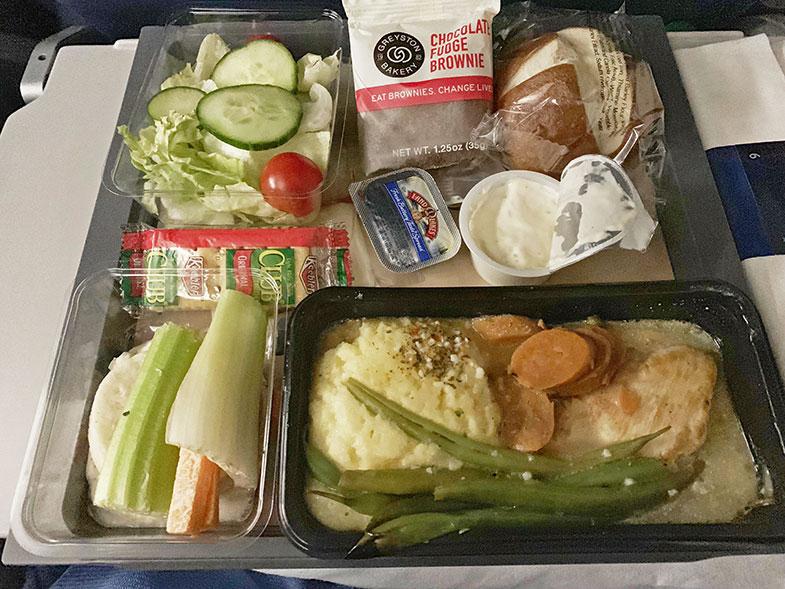 Jantar do voo internacional da Delta