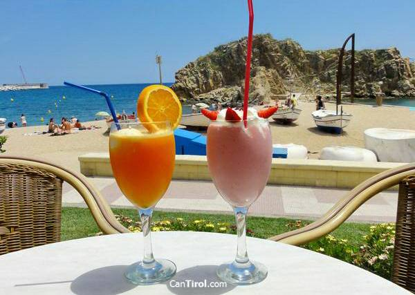 Cocktails at the beach, Can Tirol, Blanes