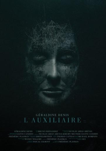 Poster do curta-metragem L'Auxiliaire, do Canal Dust. Um rosto feminino, de olhos fechados e feito de partes de lixo tecnológico.