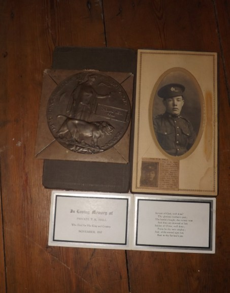 Bronze Medallion and Condolene card from the King