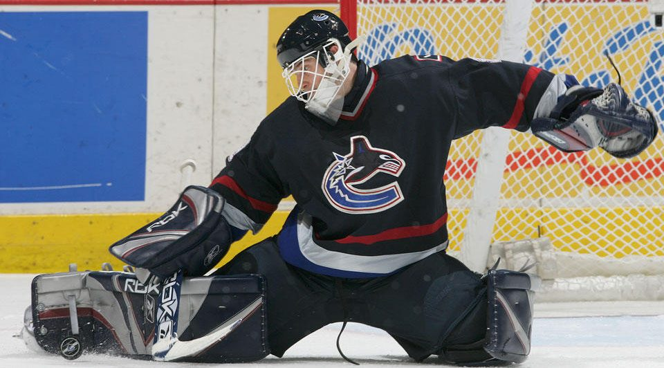 Throwback Thursday: This week in 2006, Vancouver Canucks trade Dan Cloutier to LA