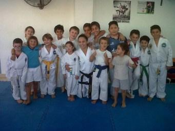 Jesica Jaime con sus alumnos de Taekwondo