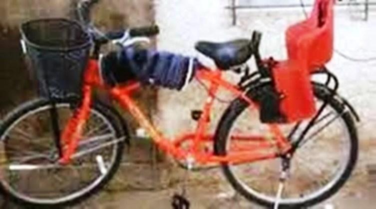 Cañuelas, robaron una bicicleta en Av Libertad al 1300 atada con cadena a una reja.