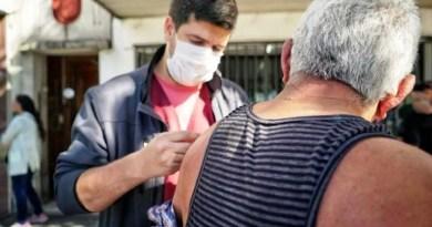 , Monte Grande, en  filas en los bancos el sistema de Salud del Municipio aprovecho para vacunar a los adultos mayores, Cañuelas Noticias