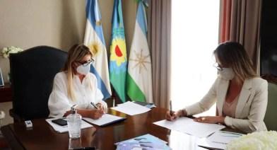 Cañuelas:  La Sra. Intendenta Municipal de Cañuelas,  Marisa Fassi  recibió a la Titular de AYSA  Sra. Malena  Galmarini.