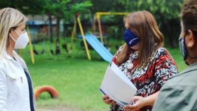 Cañuelas la intendenta Marisa Fassi entregó un subsidio para la finalización del SUM del Jardín 911.