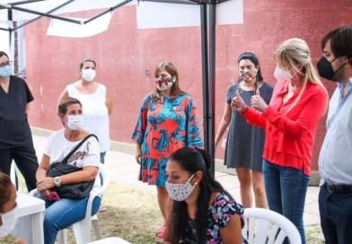 Cañuelas Marisa Fassi y Nicolás Kreplak visitaron el vacunatorio ubicado en la Escuela Técnica.