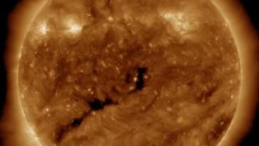 Alerta Geofísica, tormenta espacial un agujero coronal está frente a la tierra.