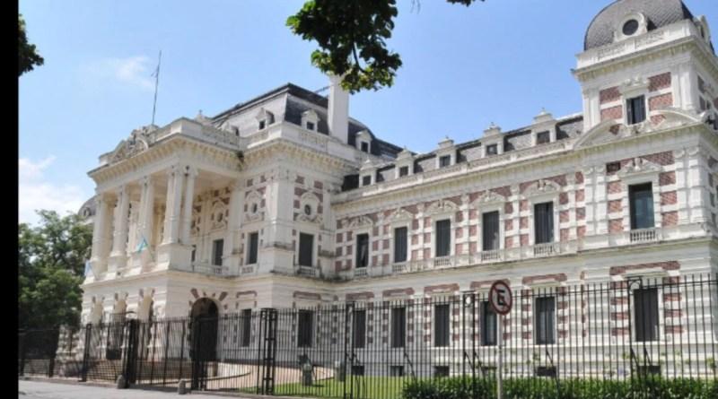 La Plata – El gobierno bonaerense no descarta mayores restricciones