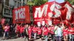 MST - Frente de Izquierda- Corte en Puente Pueyrredón de trabajadores en lucha
