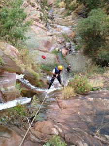 Rappel sur une cascade durant le canyon de Tazitounte.