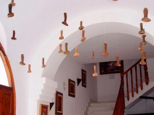 """""""Patacabras jubiladas"""" en el Museo de la piel de Ubrique."""