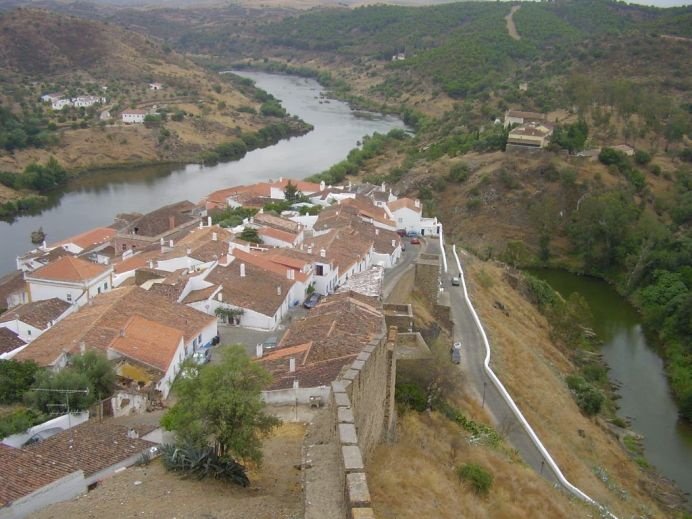 Vista de Mértola desde el castillo.