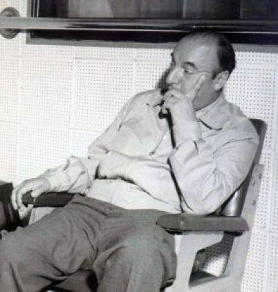 Neruda, uno de los autores reseñados por Saladrigas.